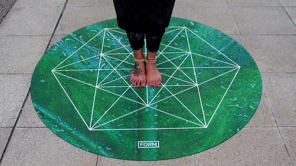 A round yoga mat